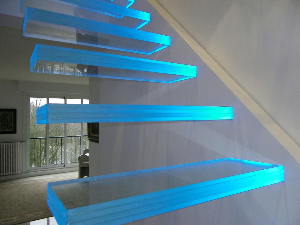 Стеклянные лестницы в доме