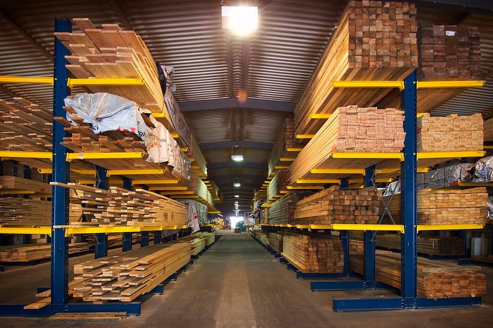 На фото изображены древесные плиты