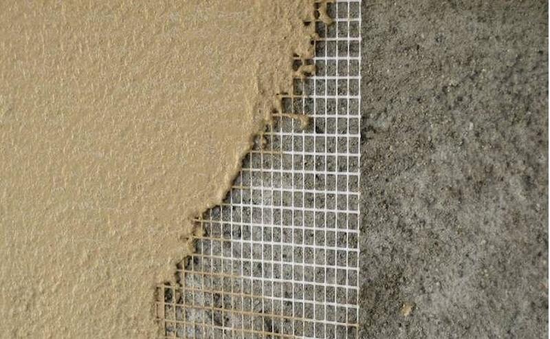 Как правильно и эффективно клеить обои на глиняную стену