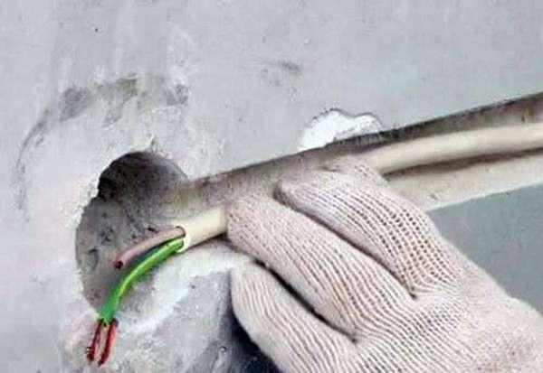 Как правильно штробить стены под трубы и проводку