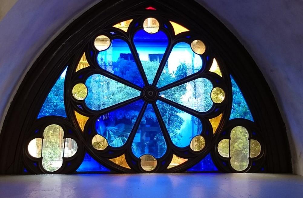 Витражи: Волшебство цветных стёкол в современном доме
