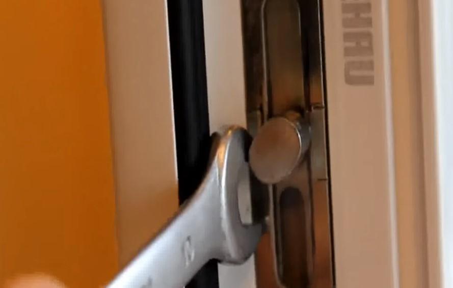 Регулируем самостоятельно пластиковую балконную дверь