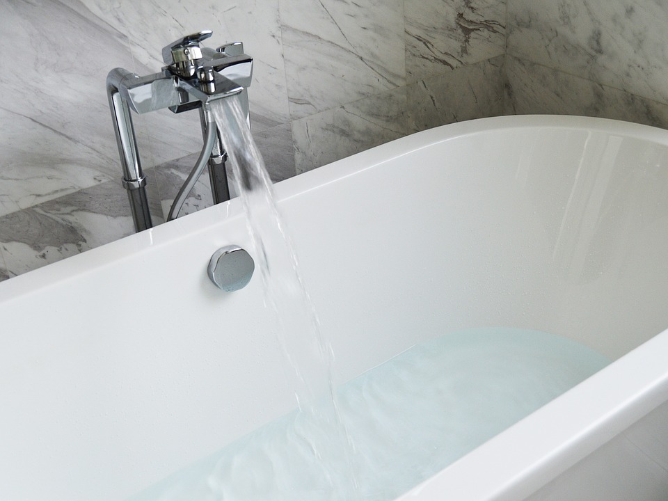 bathtub-890227_960_720